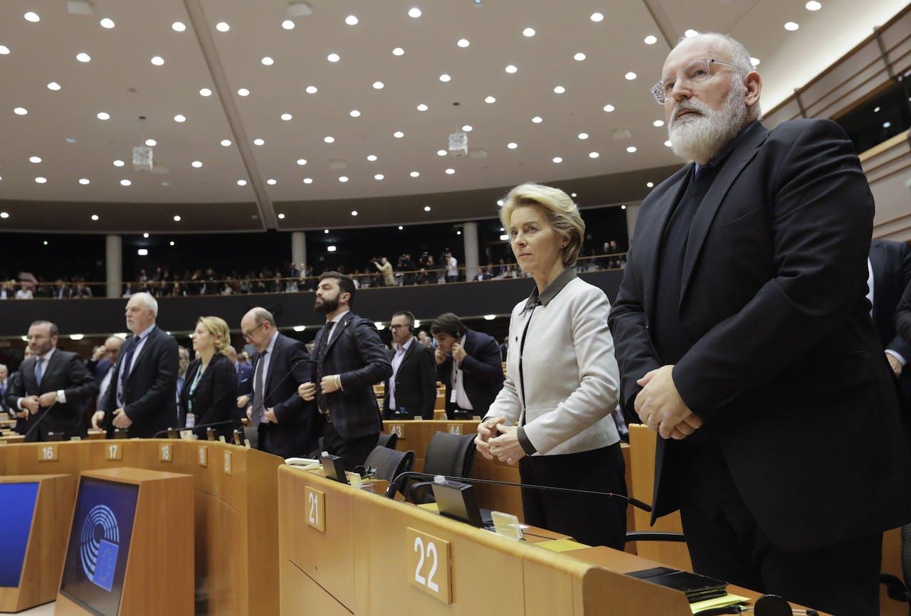 Ursula von der Leyen en Frans Timmermans maken namens de Europese Commissie de details bekend van de Green Deal.