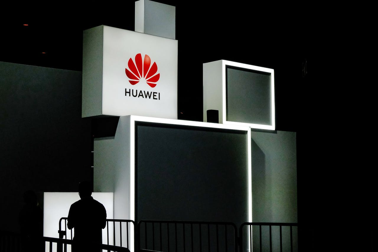 2019-09-18 09:33:44 A Huawei logo is seen during the 2019 Huawei Connect conference in Shanghai on September 18, 2019. Chinese telecom giant Huawei will step up its presence in the global market for computer hardware, a top company official said on September 18, as it weathers a US assault on the network gear and mobile phone segments in which it is already dominant. STR / AFP