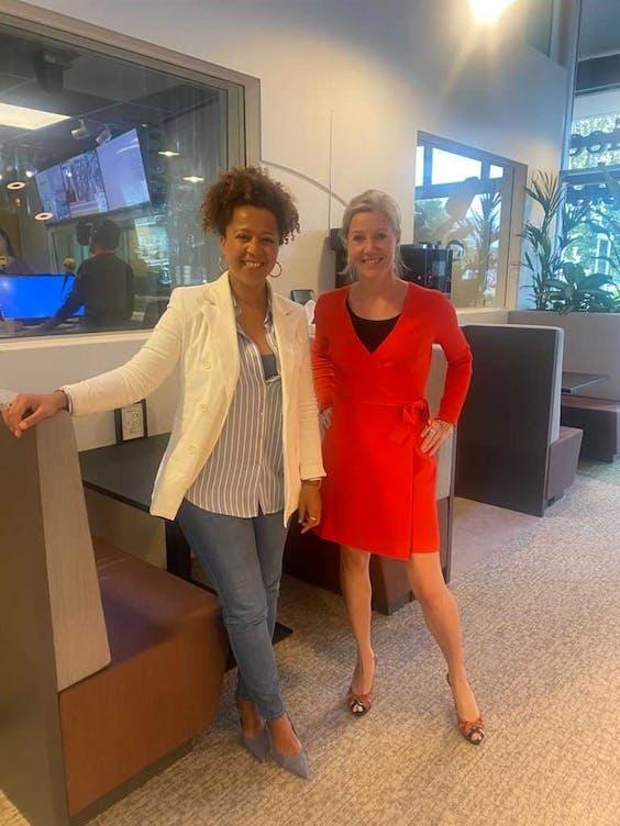 Big Five-presentator Diana Matroos (l.) met Fox-IT CEO Inge Bryan.