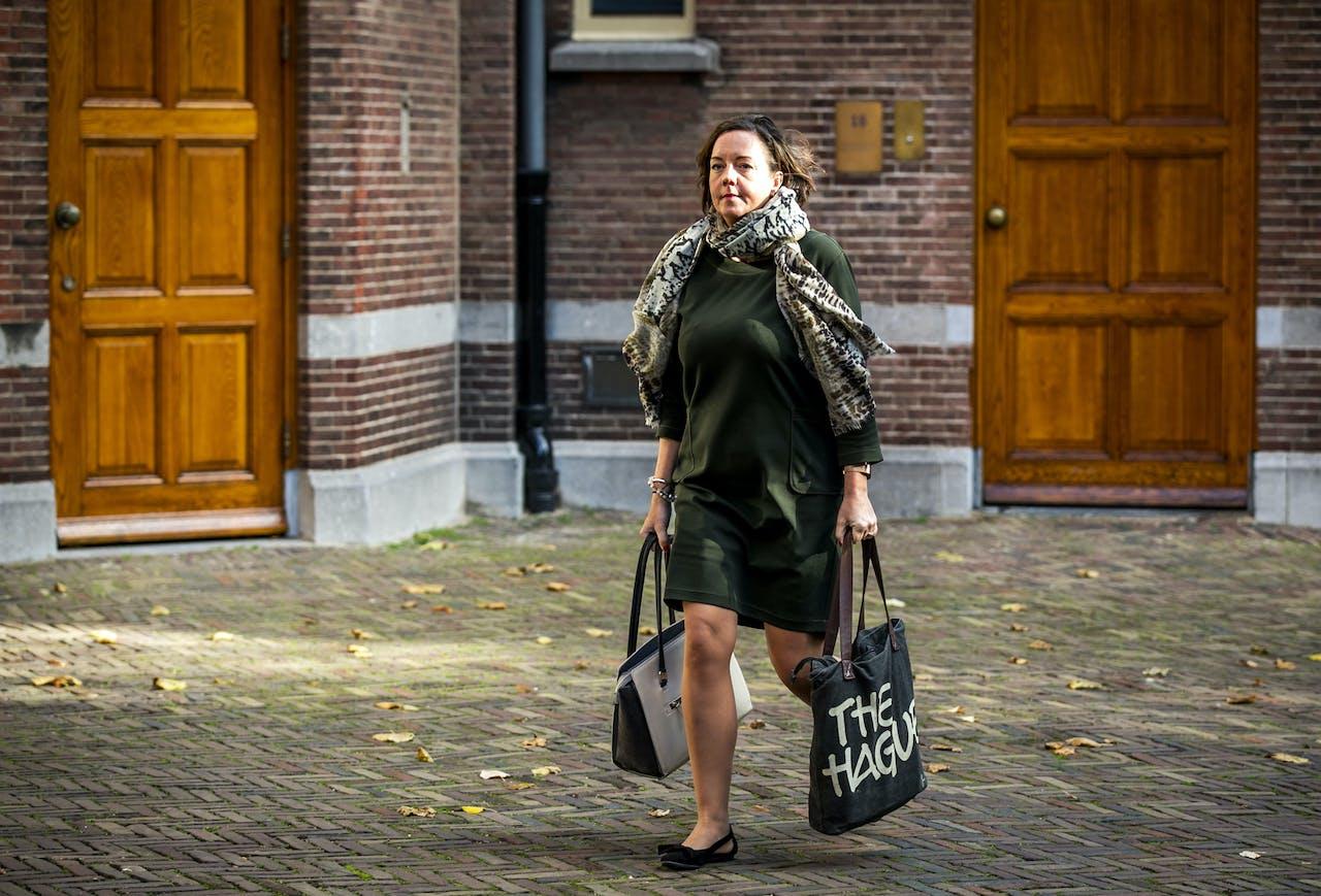 Tamara van Ark, staatssecretaris van Sociale Zaken en Werkgelegenheid, komt aan op het Binnenhof voor de wekelijkse ministerraad. ANP REMKO DE WAAL