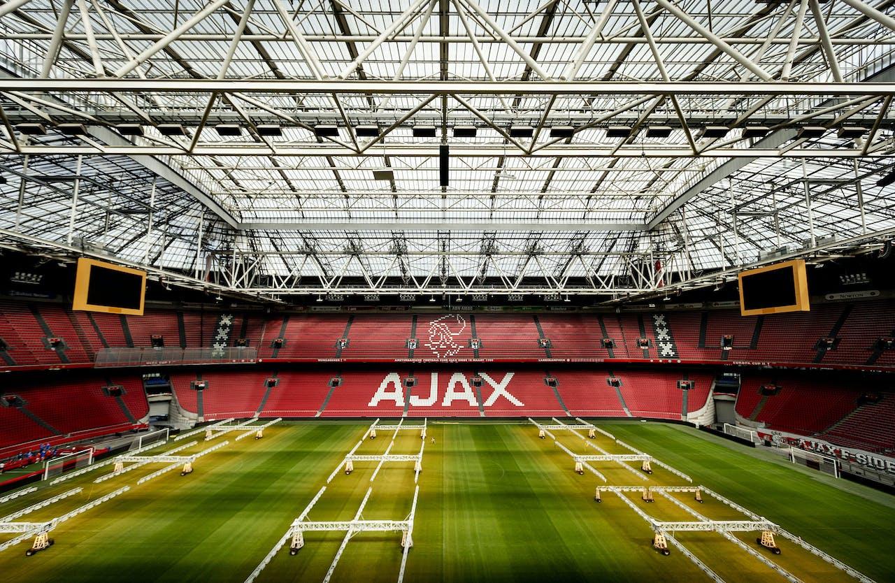 Het AJAX-logo op de tribune in de Johan Cruijff ArenA.