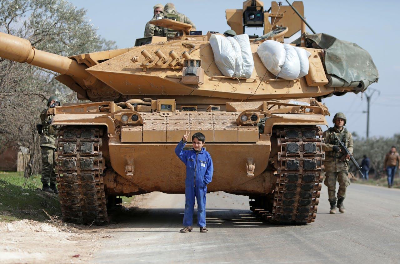 Turkse tank ten oosten van Idlib