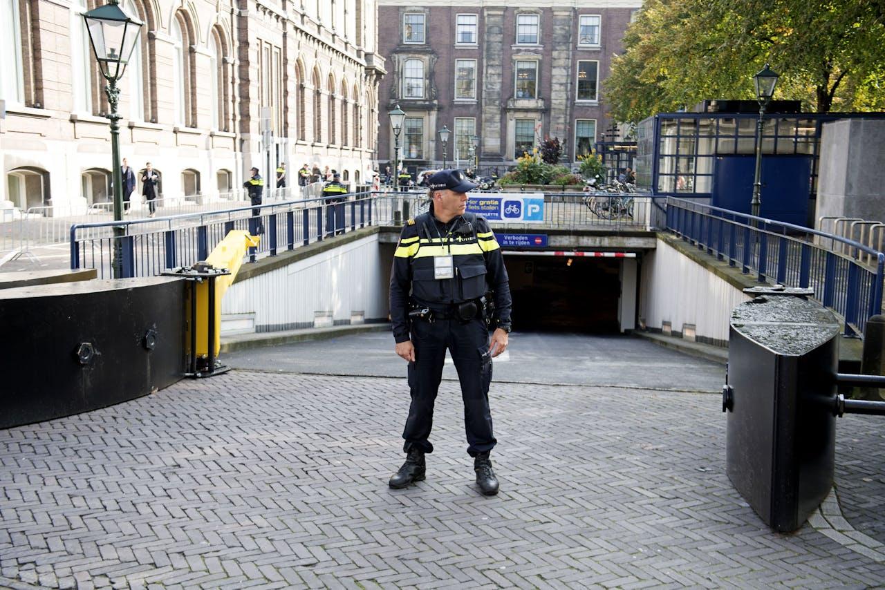 Extra beveiliging bij het Binnenhof in Den Haag op Prinsjesdag.