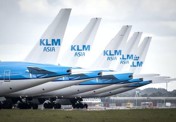 Vliegtuigen bij luchthaven Schiphol.