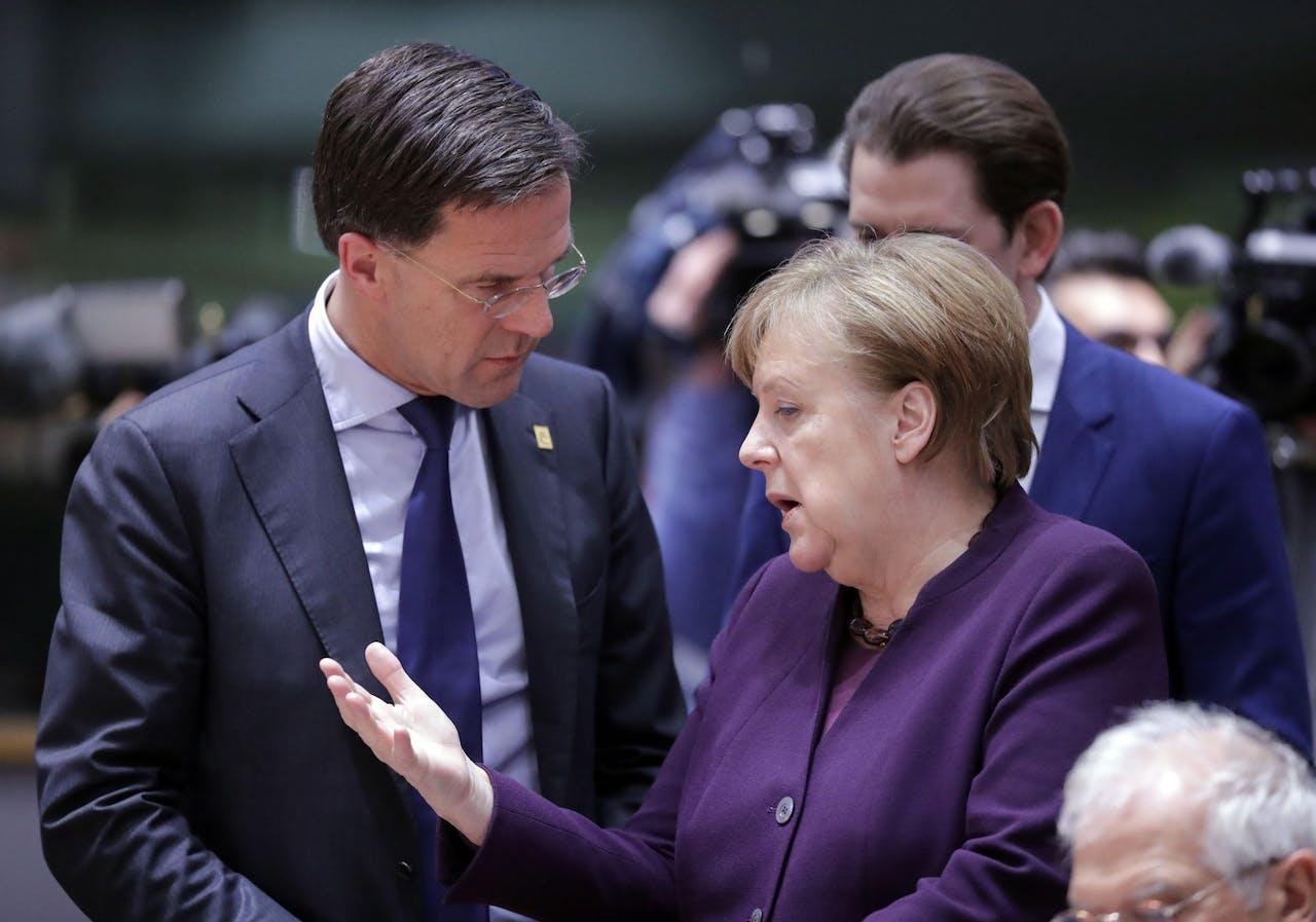 Premier Mark Rutte en Bondskanselier Angela Merkel tijdens een EU-top in februari 2020.