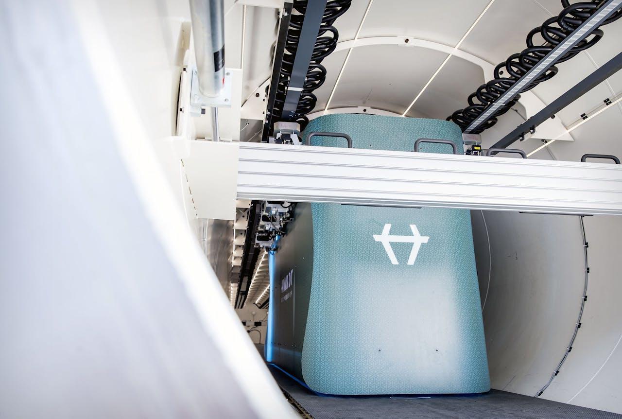 De Hardt Hyperloop kan een snelheid van 1000 kilometer per uur halen en is bedoeld als zogenoemde buizenpost voor mensen.
