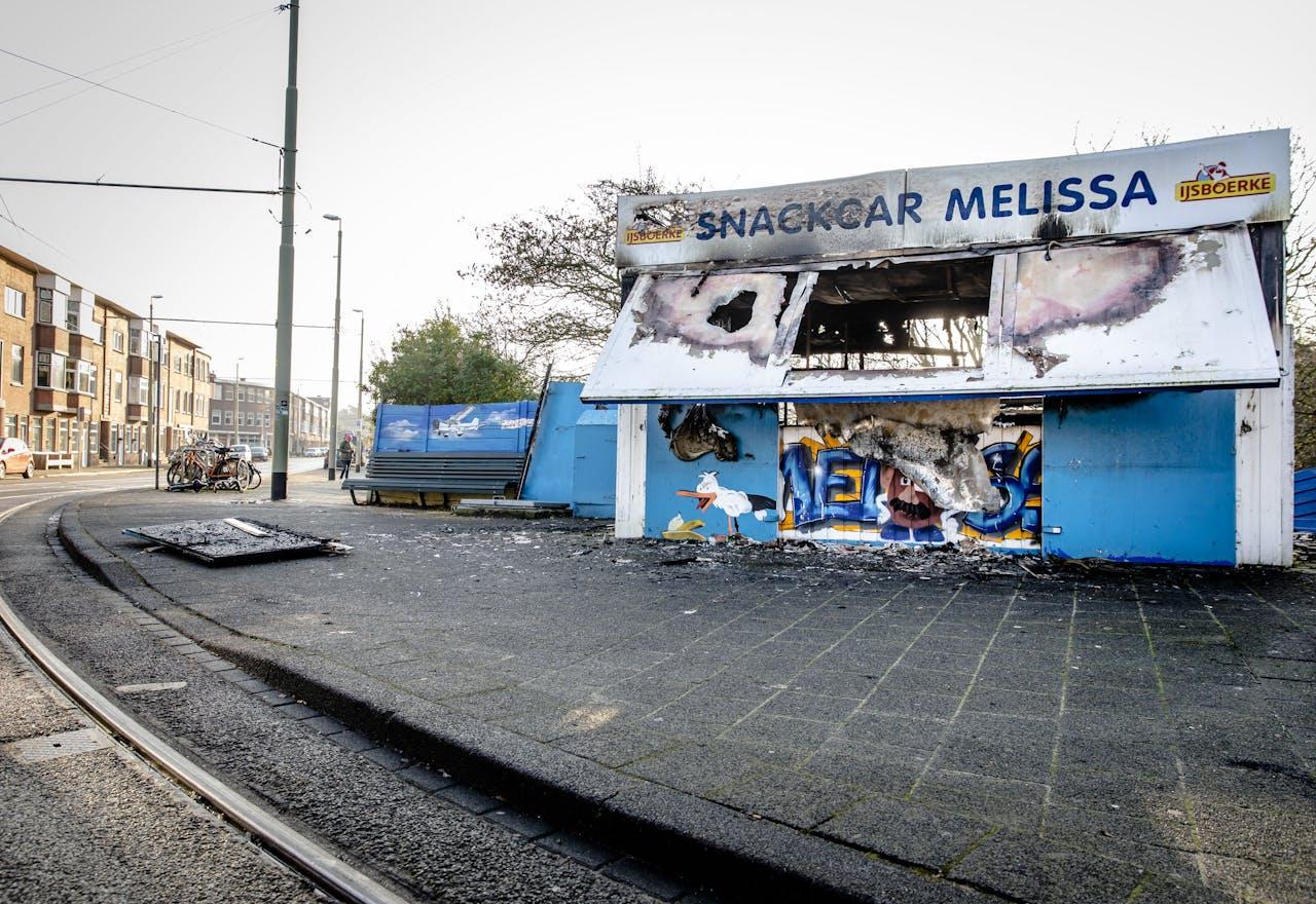 Een uitgebrande leegstaande snackbar in de wijk Duindorp.