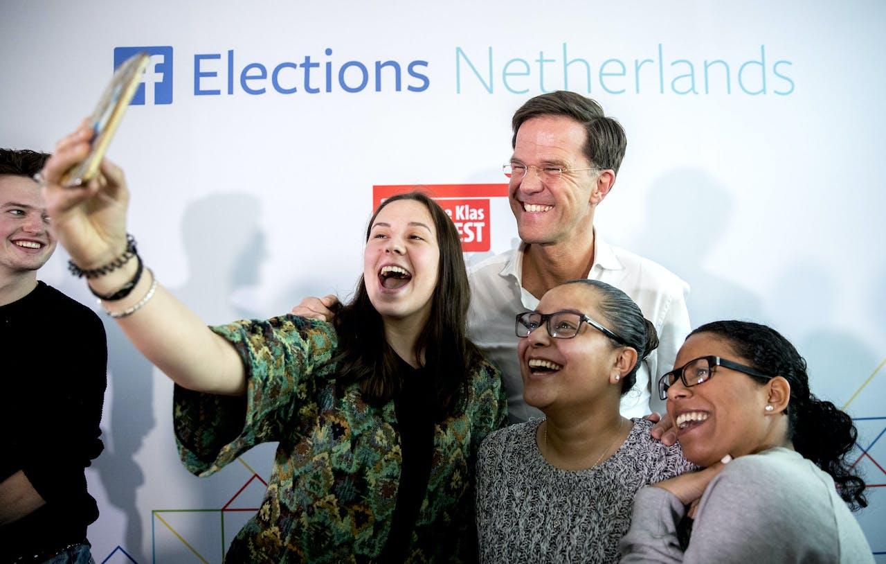 In de aanloop naar de verkiezeingen deed premier Rutte zijn best studenten van de School voor Toerisme en Recreatie van het ROC Mondriaan te interesseren voor politiek en democratie