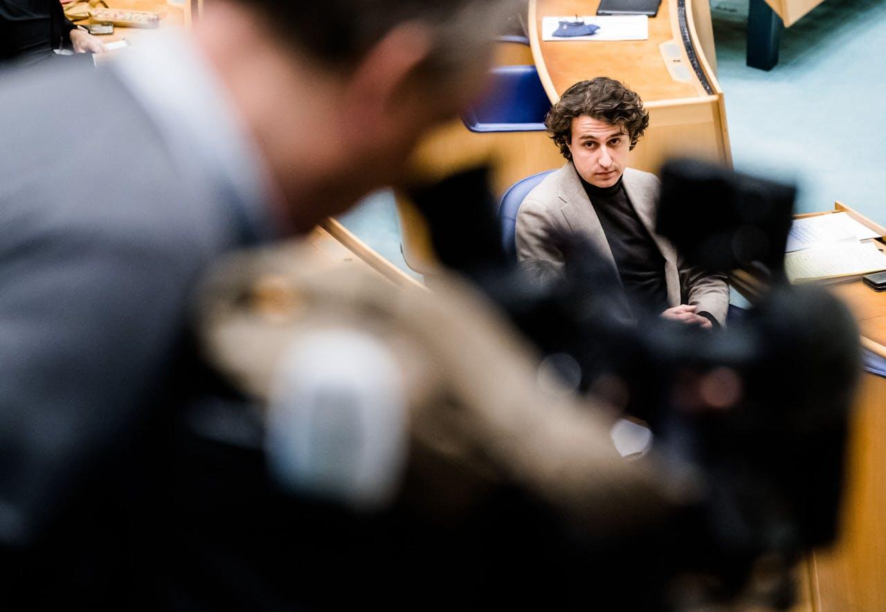 2021-01-13 15:39:43 DEN HAAG - Jesse Klaver (Groenlinks) bij aankomst bij de Tweede Kamer voor het plenair debat in de Tweede Kamer over de ontwikkelingen rondom het coronavirus. ANP BART MAAT