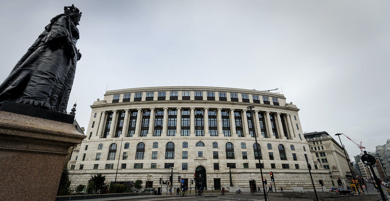 Unilever House aan Victoria Embankment in Londen.