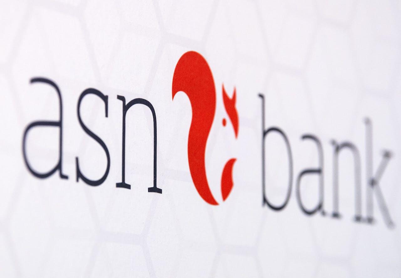 Logo van ASN Bank op het het hoofdkantoor in Utrecht.