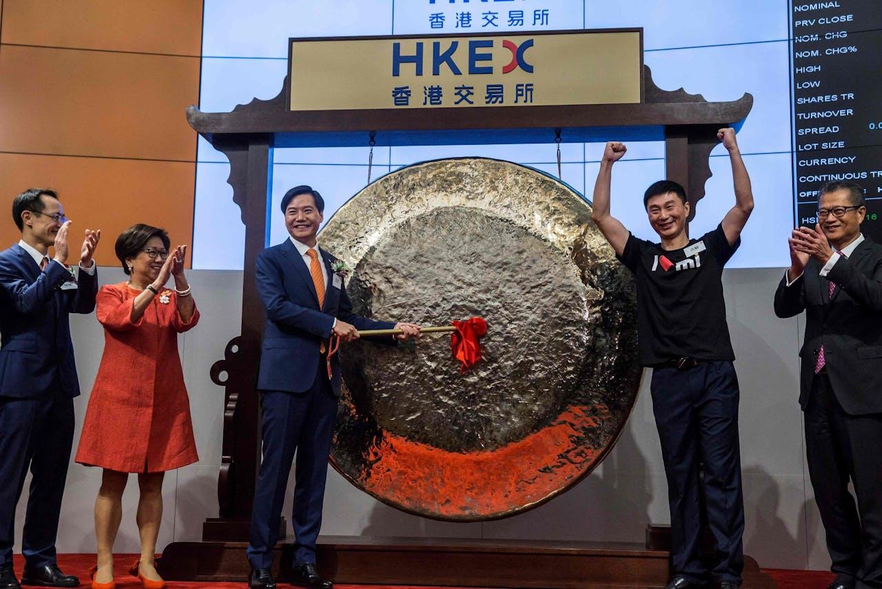 Lei Yun, de CEO van Xiaomi, opende vanochtend de beurs in Hong Kong.
