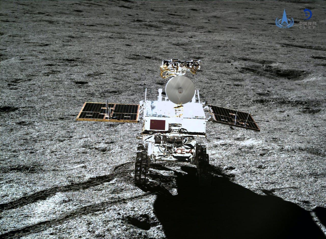 De Yutu-2 maankar, een foto genomen door maanlander Chang'e-4.