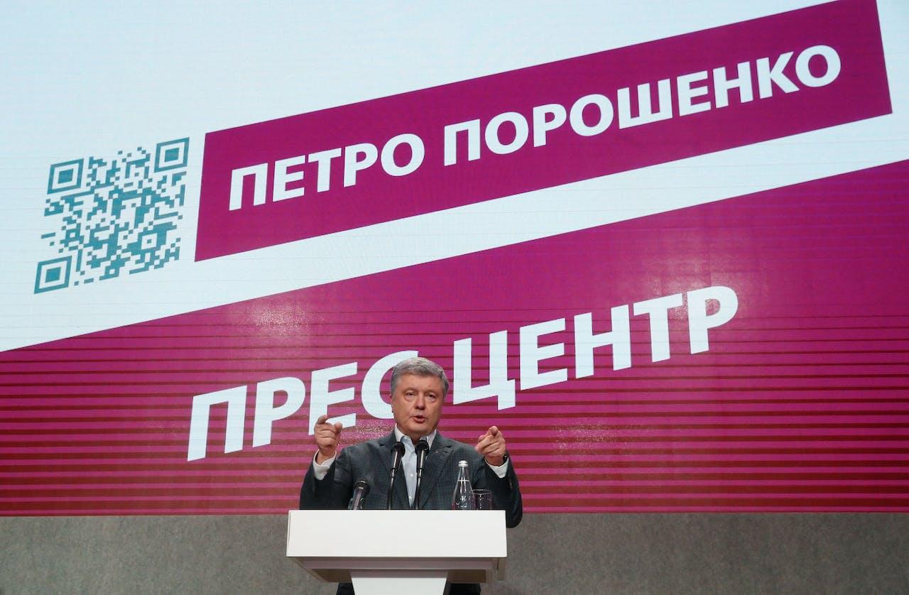 Petro Porosjenko geeft een speech na het sluiten van de stembussen.