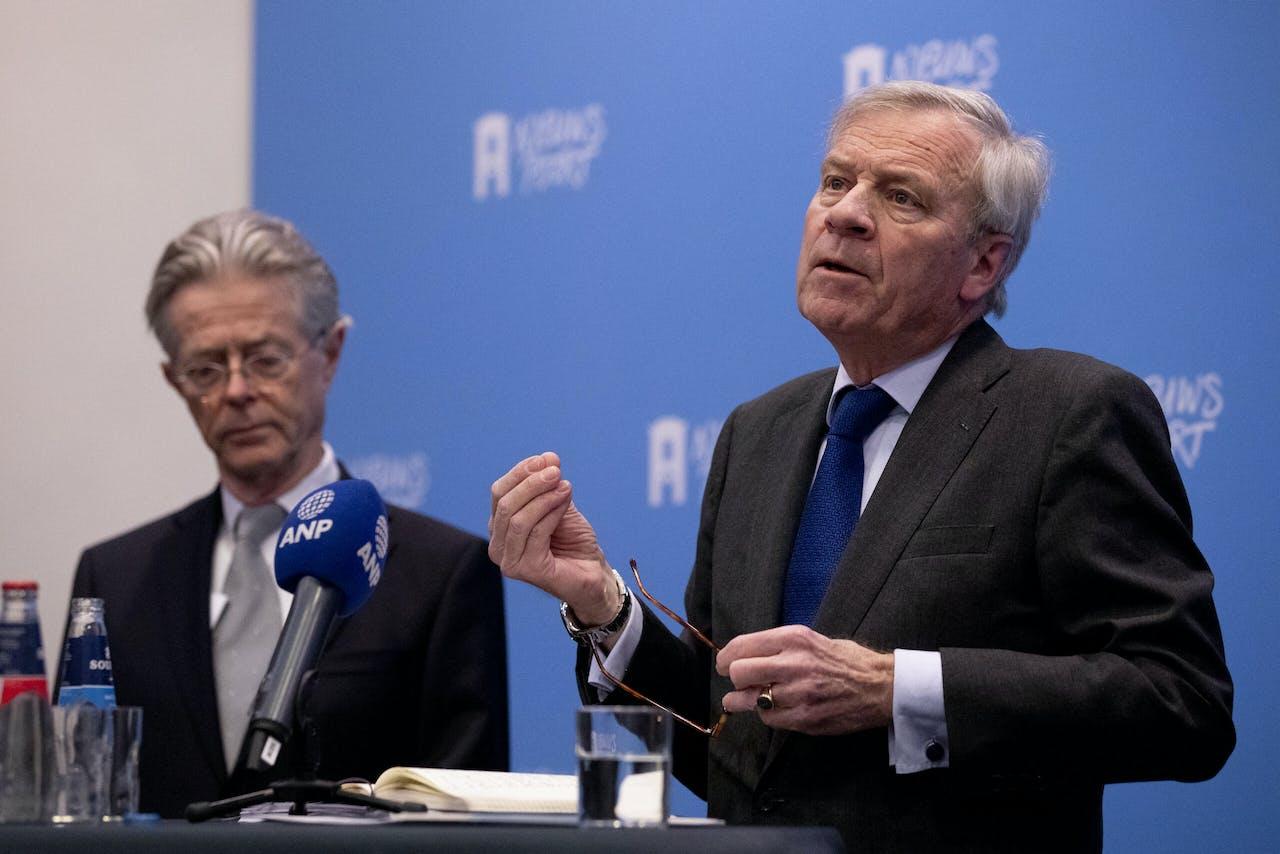 DEN HAAG - Jaap de Hoop Scheffer (voorzitter Adviesraad Internationale Vraagstukken (AIV) en Joris Voorhoeve tijdens een eerdere persconferentie over de aanbevelingen van de AIV.