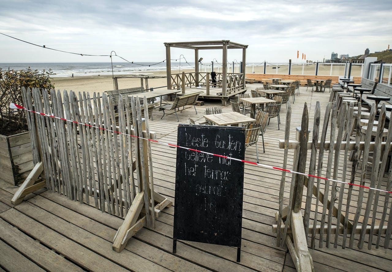 Een gesloten strandtent