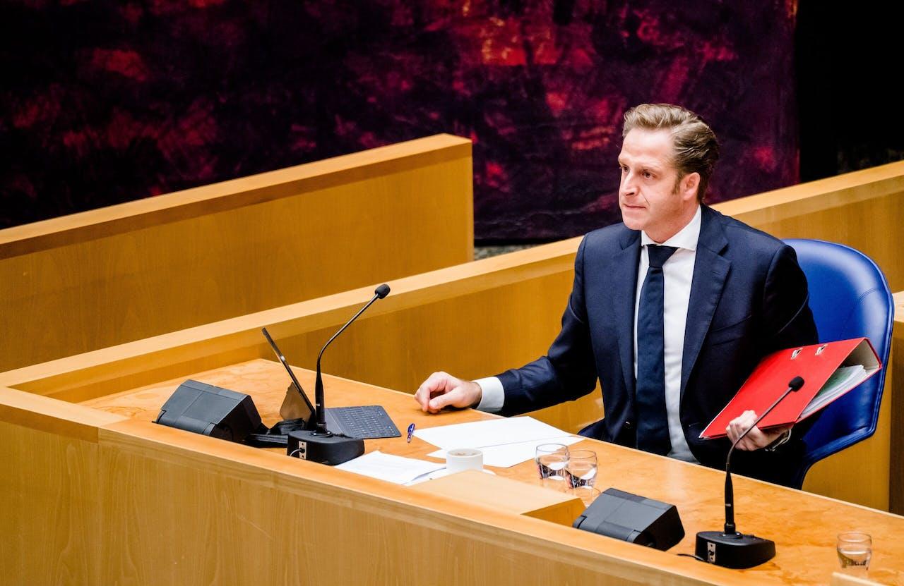 Demissionair Minister Hugo de Jonge van Volksgezondheid, Welzijn en Sport (CDA) in de Tweede Kamer tijdens een debat over een privacylek in de systemen van de GGD.