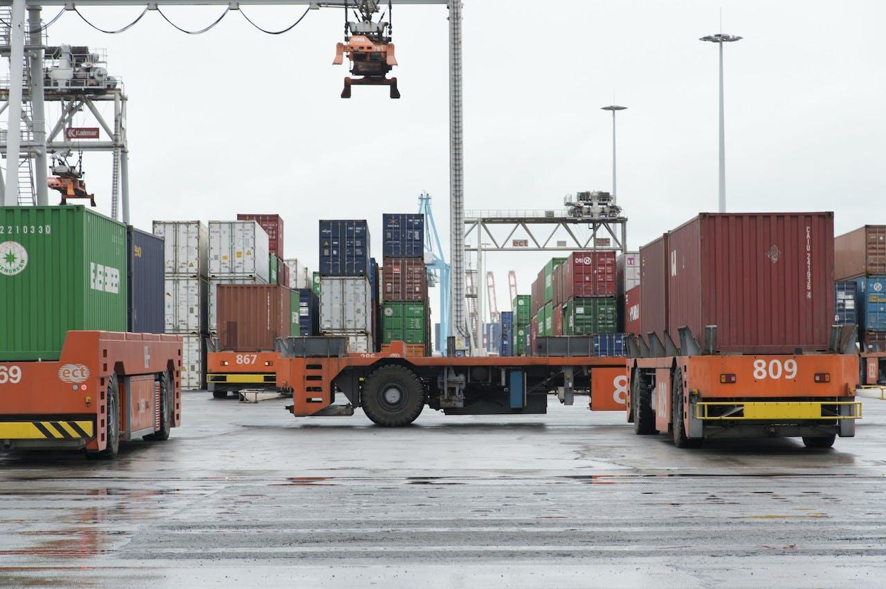 Containers op de Delta terminal van ECT in de Rotterdamse haven
