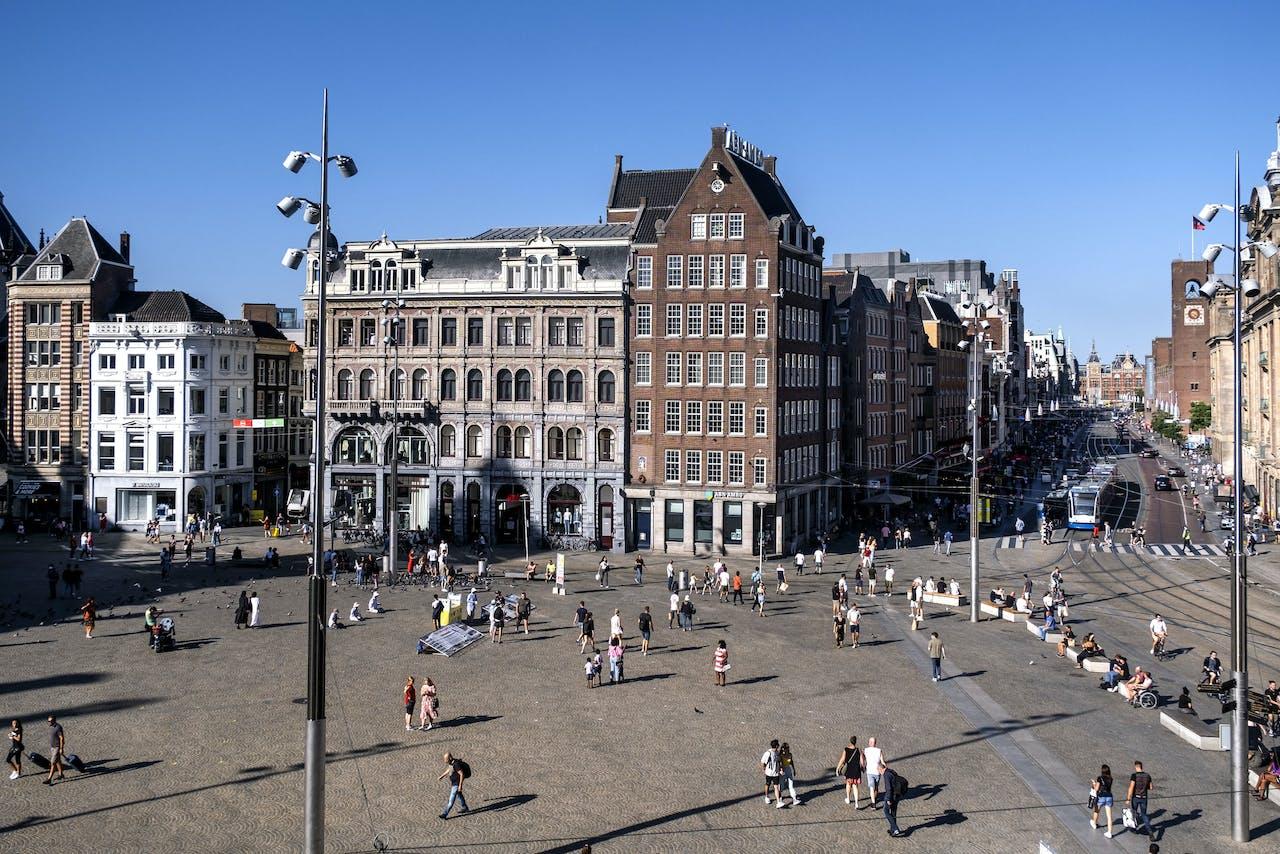 Toeristen in het centrum van Amsterdam