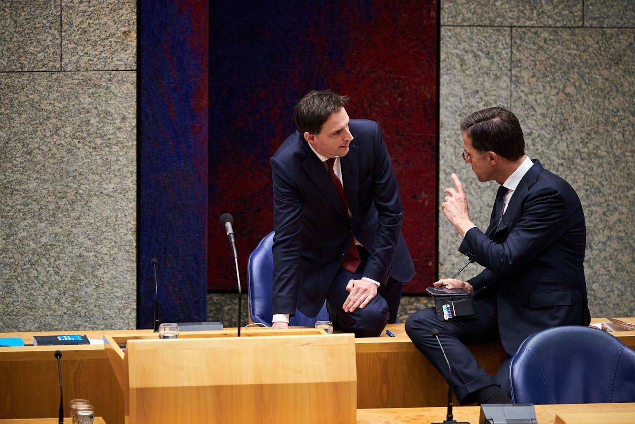 Premier Mark Rutte en minister Wopke Hoekstra van Financiën (CDA)