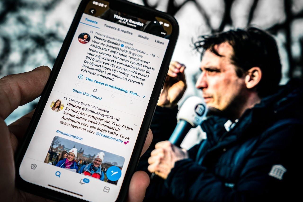 Twitter heeft een waarschuwing afgegeven bij een tweet van Thierry Baudet. De leider van Forum voor Democratie doet een uitspraak over vaccinatie tegen het coronavirus dat volgens het social media platform in twijfel getrokken moet worden.