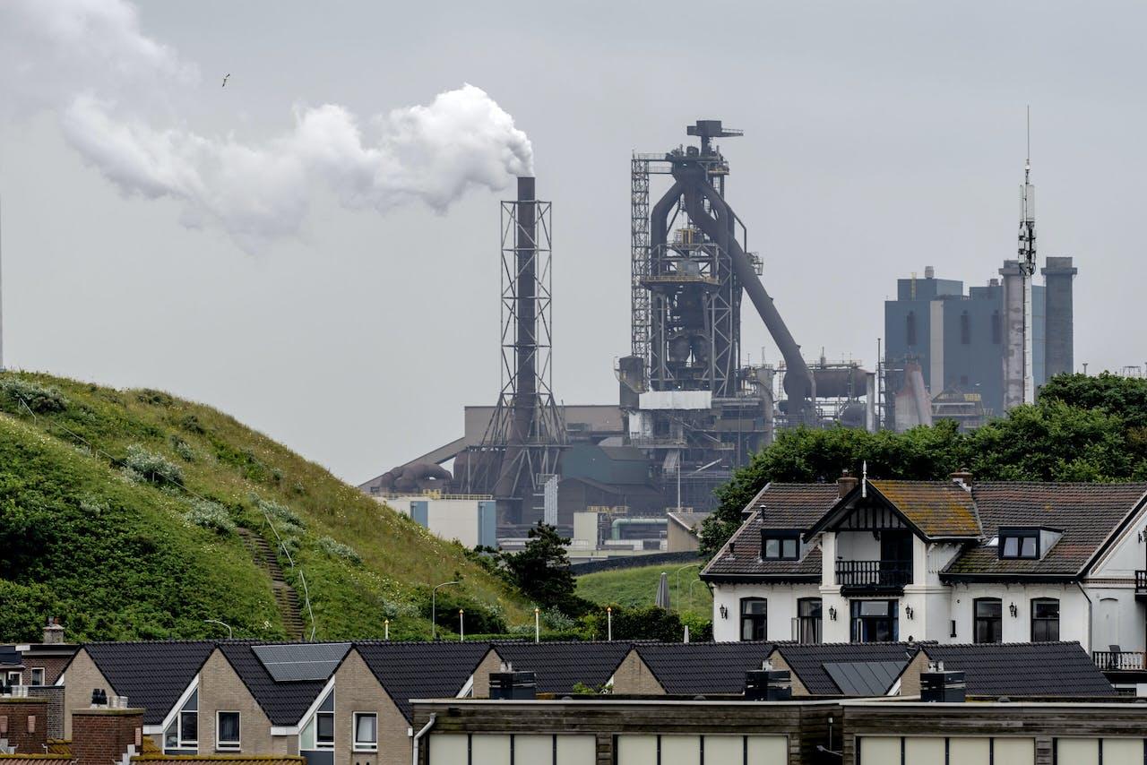 WIJK AAN ZEE - Tata Steel gezien vanaf Wijk aan Zee. ANP / Hollandse Hoogte / Sander Koning