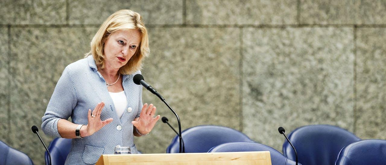 DEN HAAG - Minister Jet Bussemaker van OC&W tijdens het Tweede Kamerdebat over de effecten van het leenstelsel in 2016. ANP REMKO DE WAAL