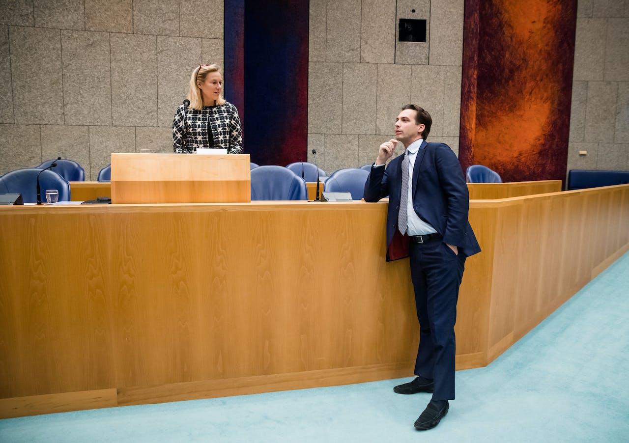 (VLNR) Minister Sigrid Kaag voor Buitenlandse Handel en Ontwikkelingssamenwerking (D66) en Thierry Baudet (FvD) tijdens het debat over CETA