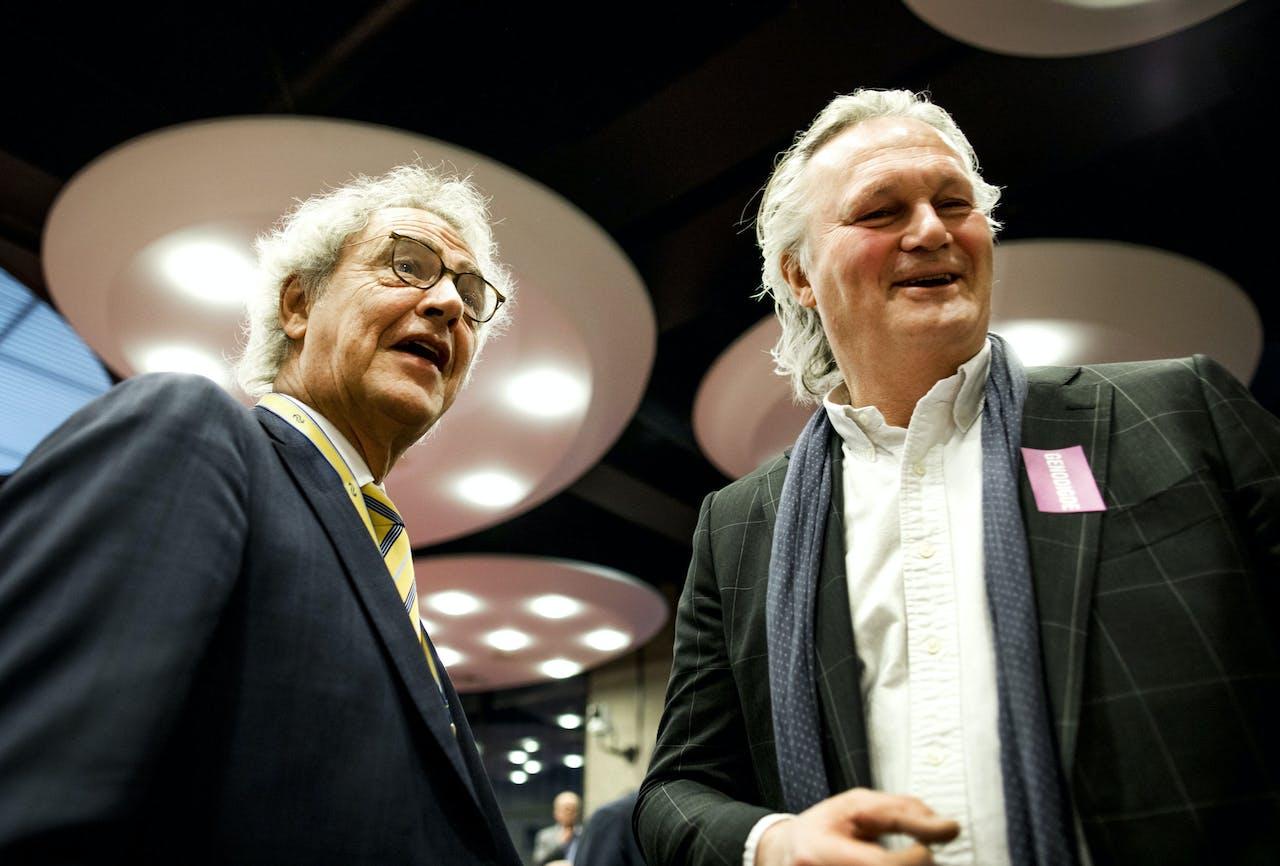 Roger van Boxtel (NS) en Pier Eringa (Prorail) voorafgaand aan het rondetafelgesprek in de Tweede Kamer over de Spoorverordening.