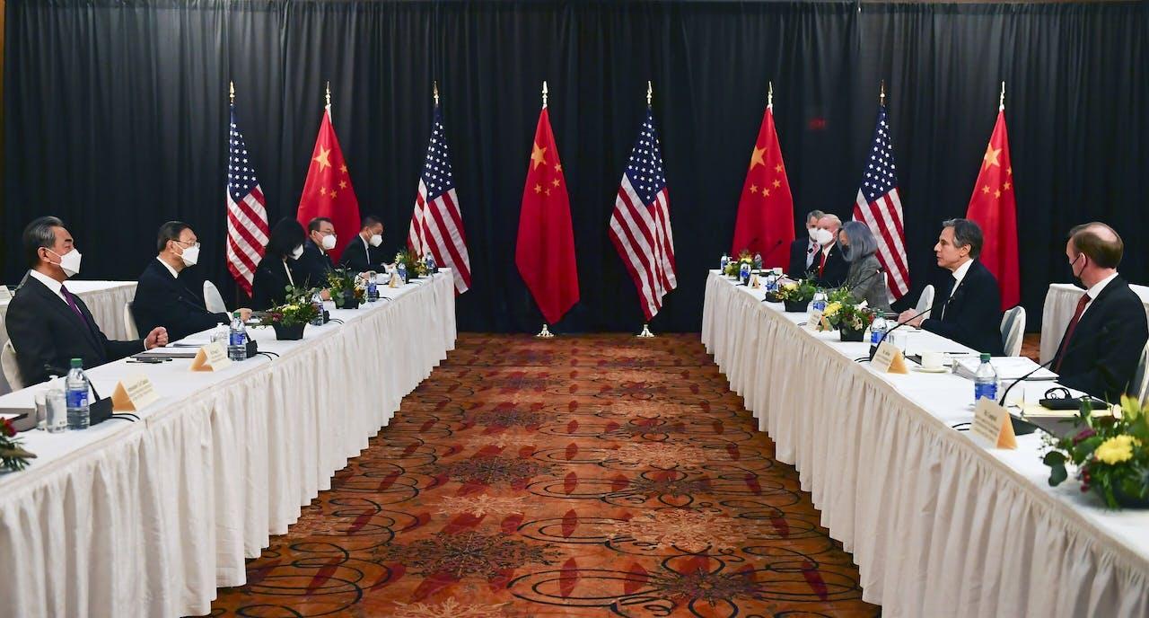 De Amerikaans-Chinese besprekingen in Anchorage, Alaska.