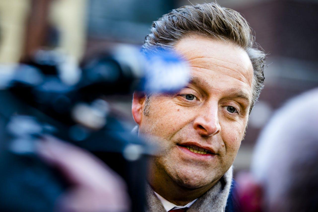 Minister Hugo de Jonge van Volksgezondheid, Welzijn en Sport (CDA) bij aankomst op het Binnenhof voor de wekelijkse ministerraad.