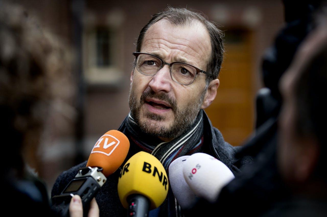 DEN HAAG - Eric Wiebes, minister van Economische Zaken en Klimaat komt aan op het Binnenhof voor de wekelijkse ministerraad. ANP KOEN VAN WEEL