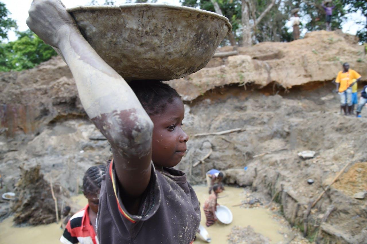 Kinderarbeid in een Afrikaanse mijn