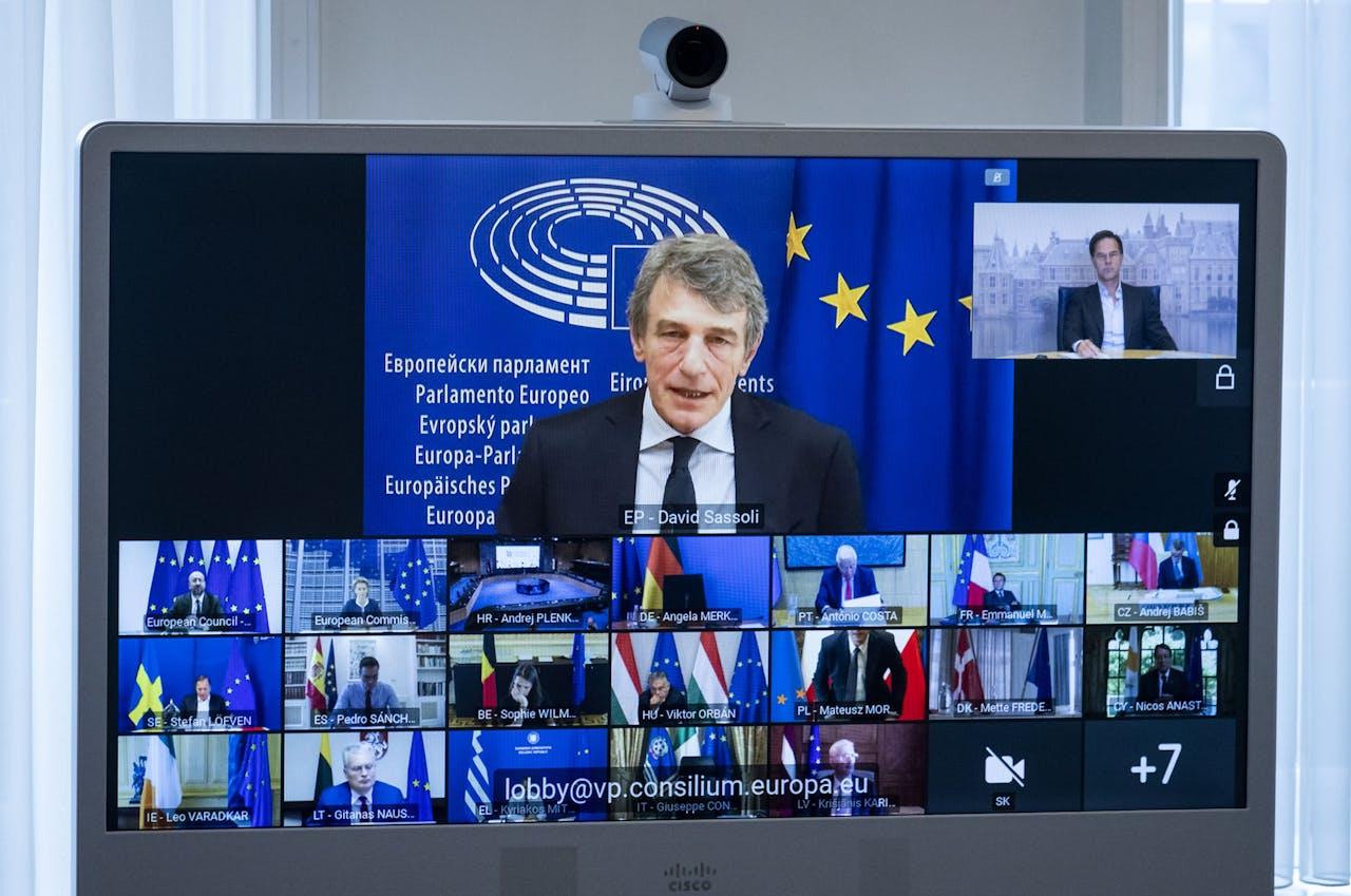 Premier Mark Rutte en andere EU-leiders tijdens een digitale vergadering van de Europese top.