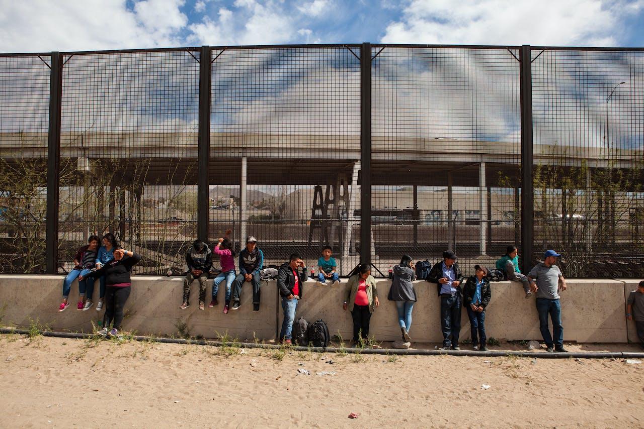 22 migranten uit Honduras, Guatemala en Salvador bij de gens met de VS.