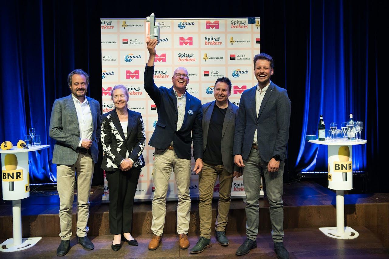 De jury van Spitsbrekers met winnaar Gerrit van der Kolk