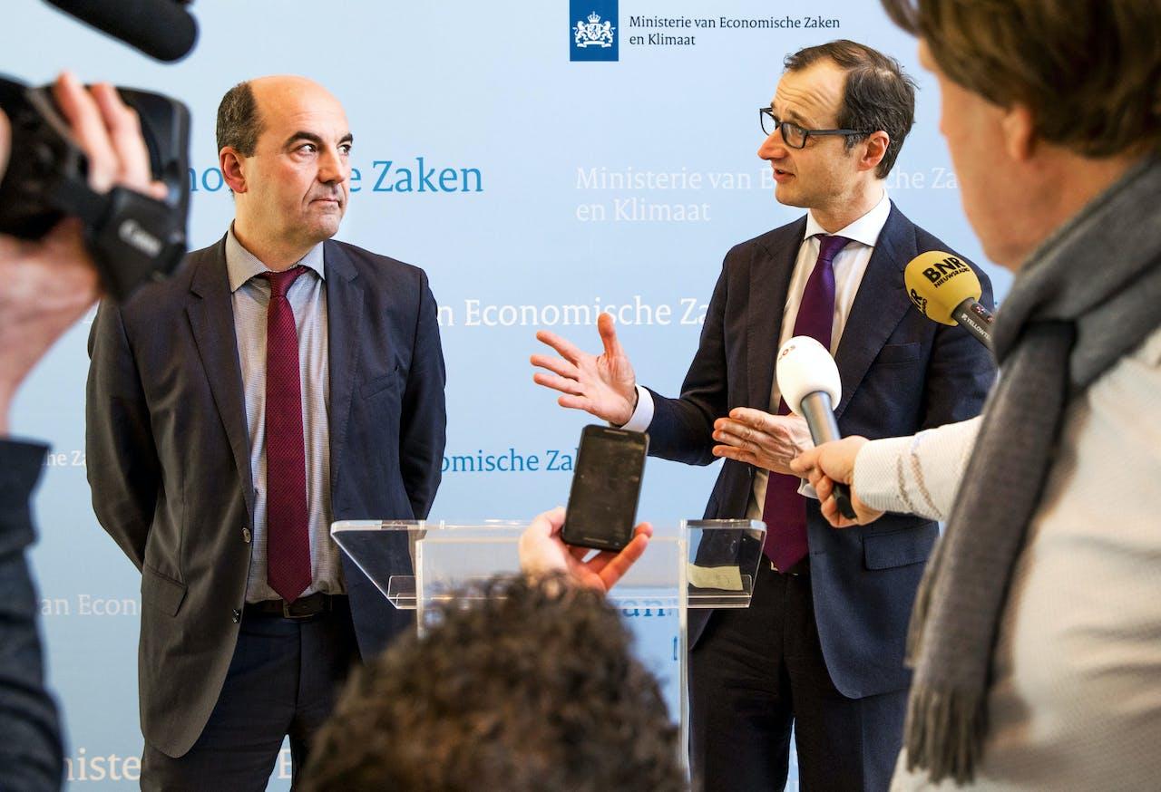 EWE-baas Stefan Dohler en minister Wiebes van Economische Zaken en Klimaat