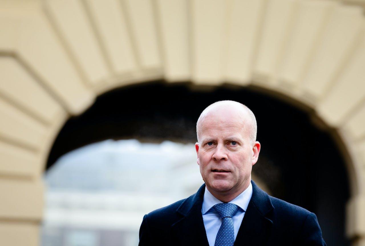 2020-01-24 10:28:19 DEN HAAG - Minister Raymond Knops van Binnenlandse Zaken en Koninkrijksrelaties (CDA) arriveert op het Binnenhof voor de wekelijkse ministerraad. ANP BART MAAT
