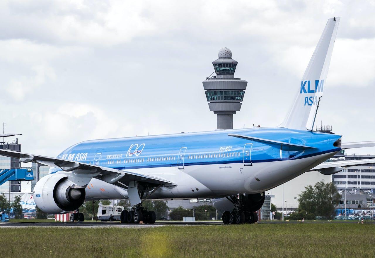 2020-05-14 09:55:18 SCHIPHOL - Toestellen van de KLM op luchthaven Schiphol. KLM voert vanwege de coronacrisis veel minder vluchten uit. ANP REMKO DE WAAL