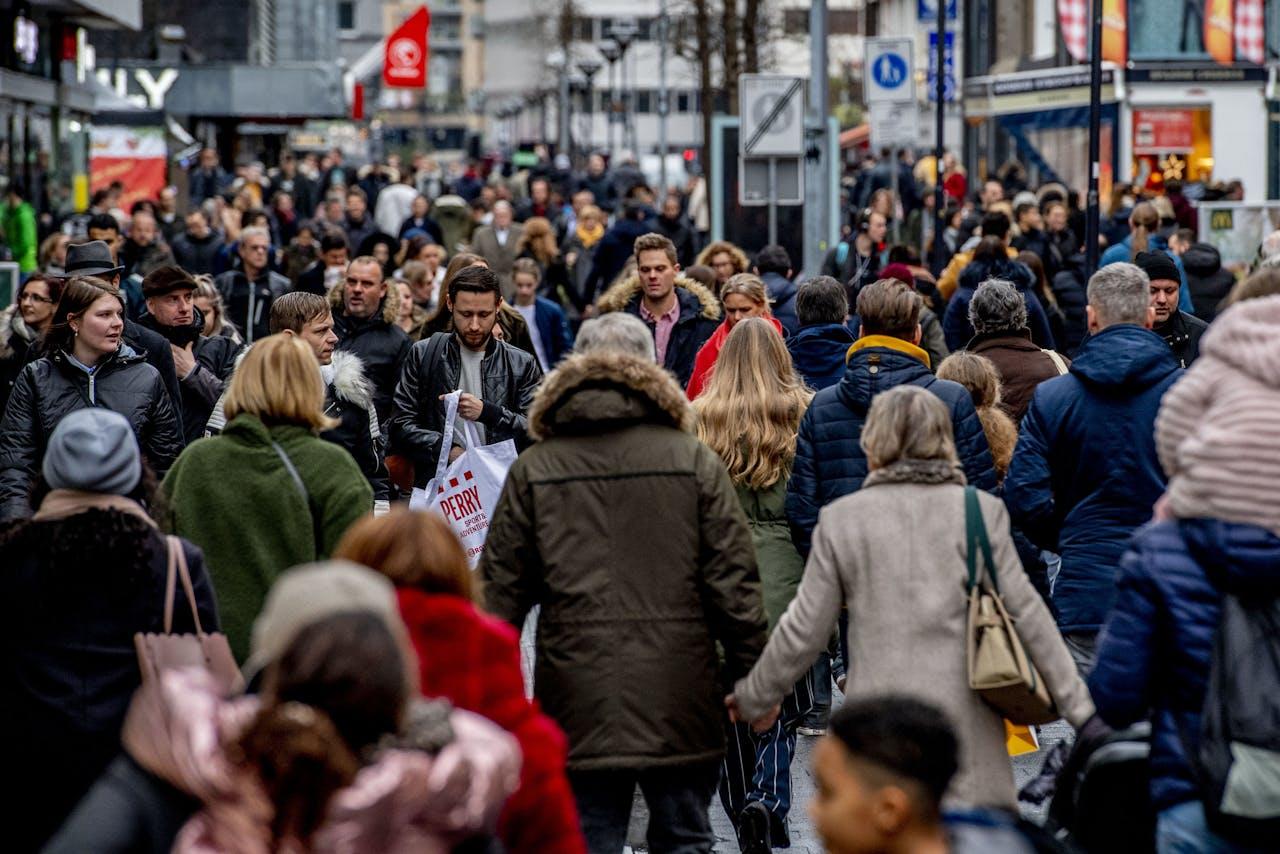 Winkelend publiek in Rotterdam