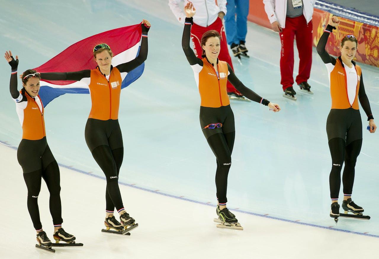 Schaatsers Marrit Leenstra, Lotte van Beek, Jorien ter Mors en Ireen Wust wonnen goud in Sotsji.