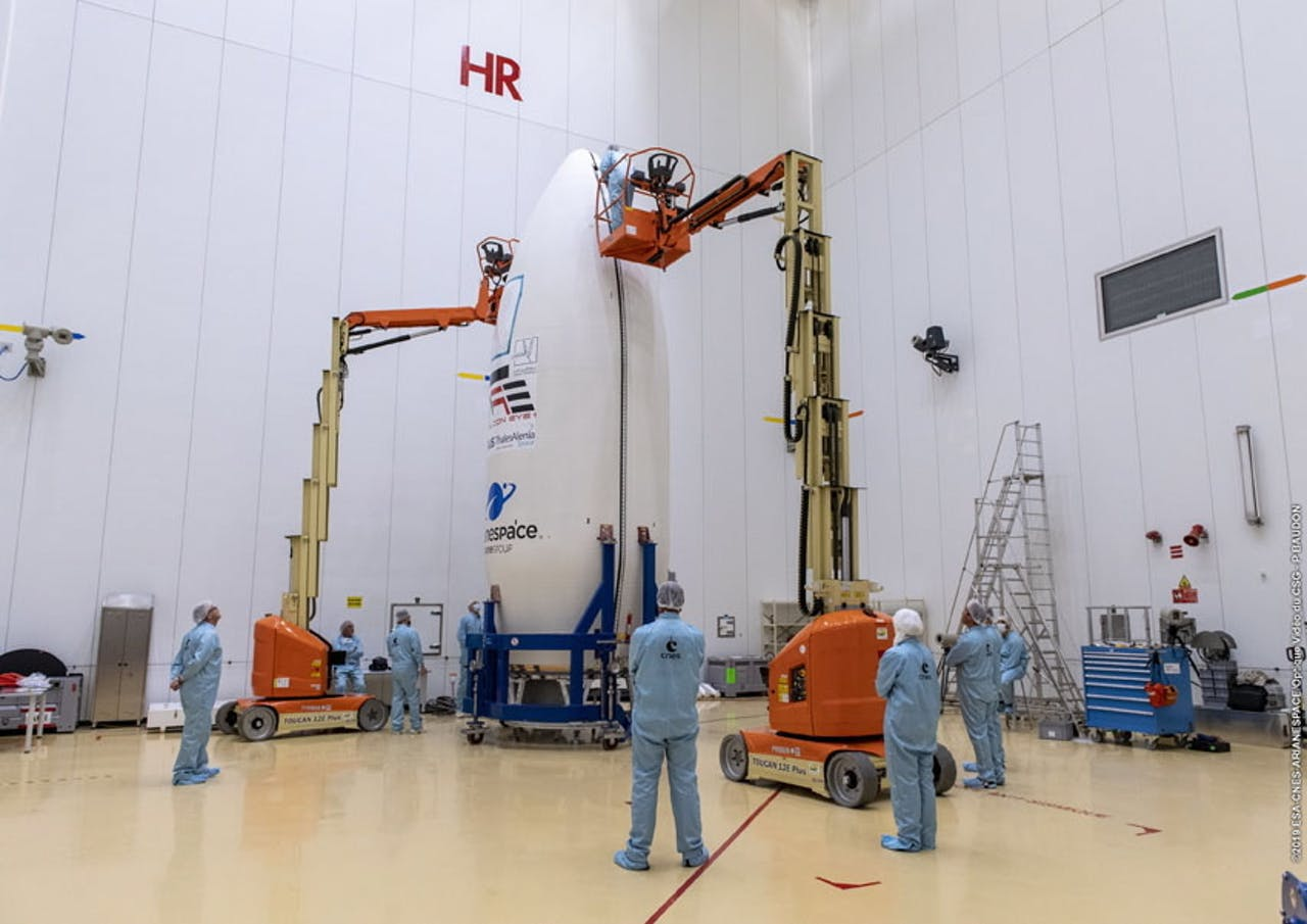 Een Vega-raket van Arianespace in opbouw.