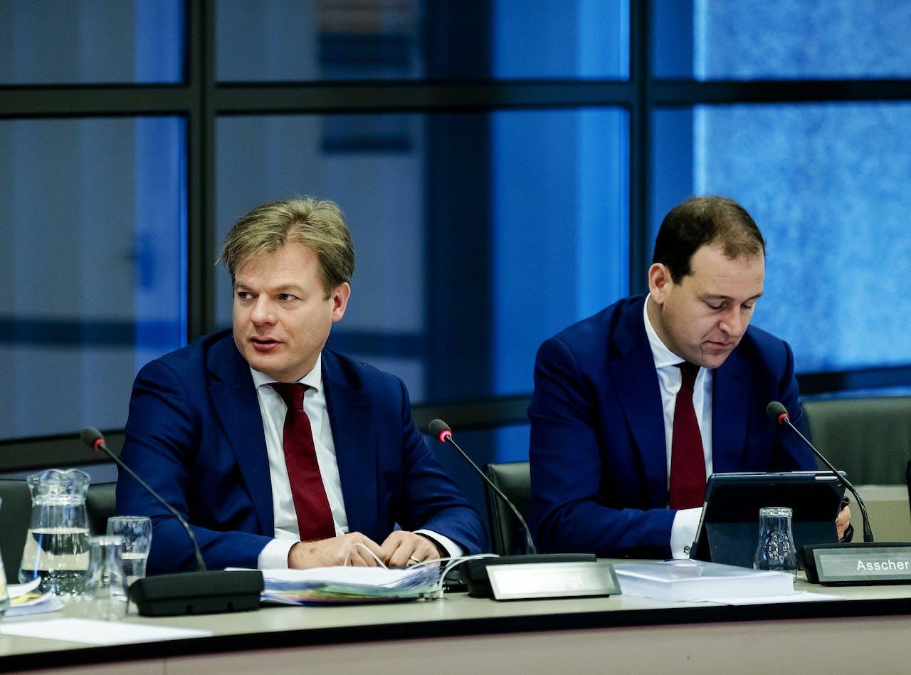 Pieter Omtzigt (CDA) en Lodewijk Asscher (PVDA) tijdens het Tweede Kamerdebat over de Brexit.