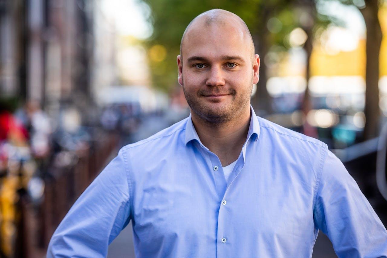 Portret van Stijn Verstijnen, directeur van Deliveroo Nederland