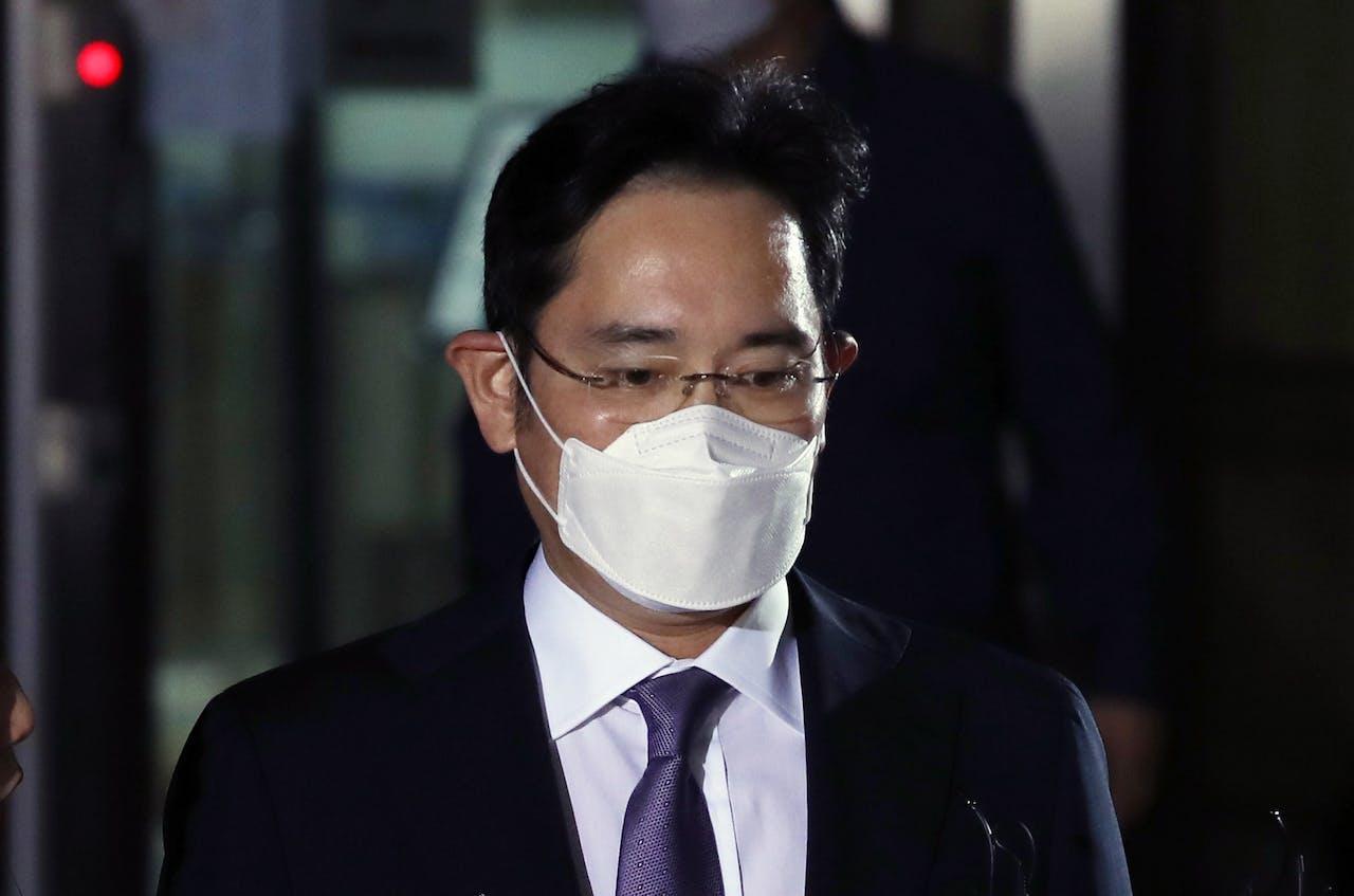 Lee Jae-yong verlaat de rechtbank in juni