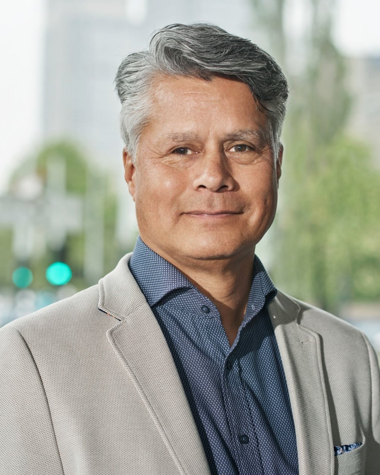 Haris Djojosepoetro, specialist schuldhulpverlening bij de Ondernemers Ondersteuning van de Gemeente Amsterdam.