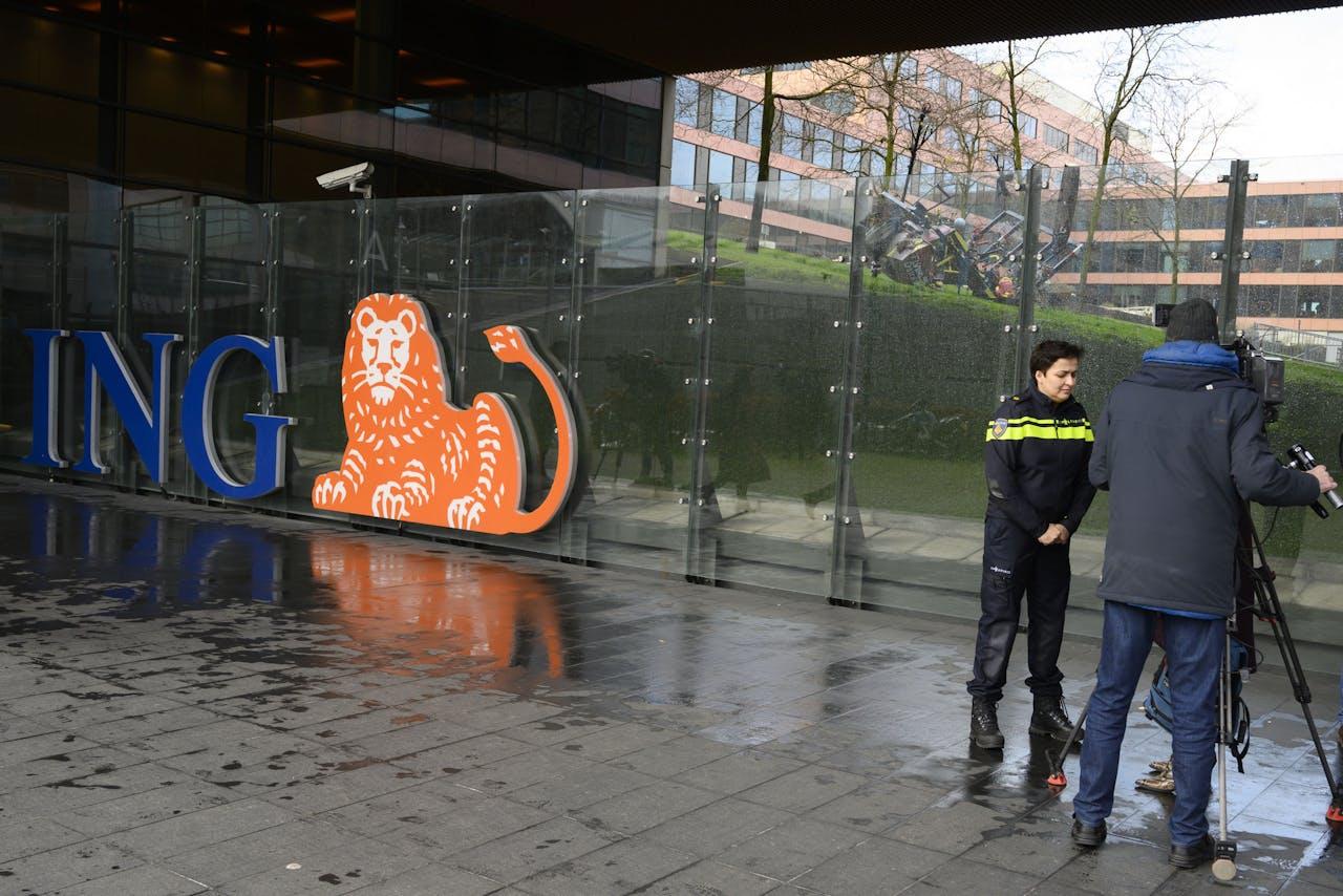 Exterieur van hoofdkantoor van ING aan de Bijlmerdreef in Amsterdam-Zuidoost