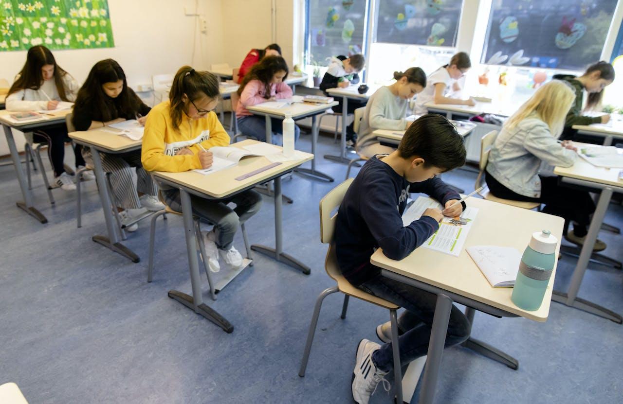 Leerlingen van een basisschool leggen de IEP eindtoets af. De toets is een alternatieve toets op de Centrale Eindtoets (ook wel Cito-toets). Steeds meer basisscholen kiezen voor een alternatief.