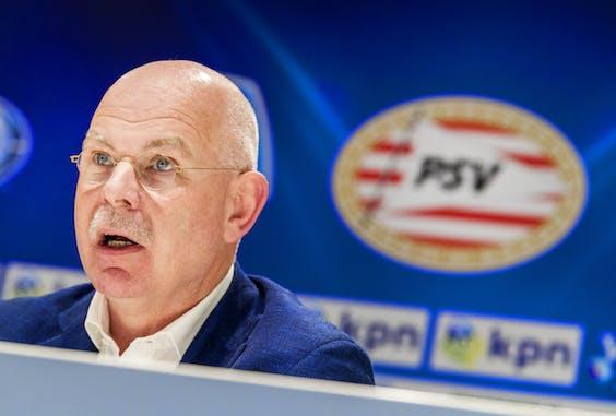 Toon Gerbrands tijdens de persconferentie van PSV