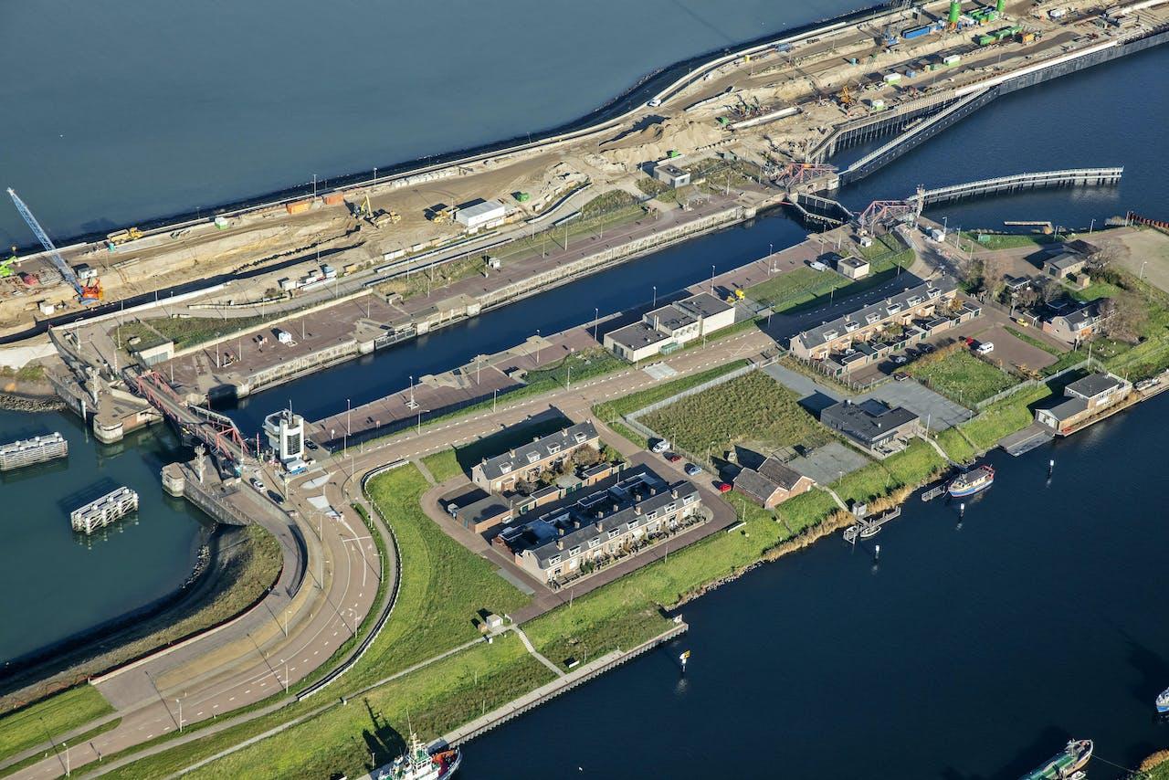 De nieuwe zeesluis bij IJmuiden moet de grootste van de wereld worden.